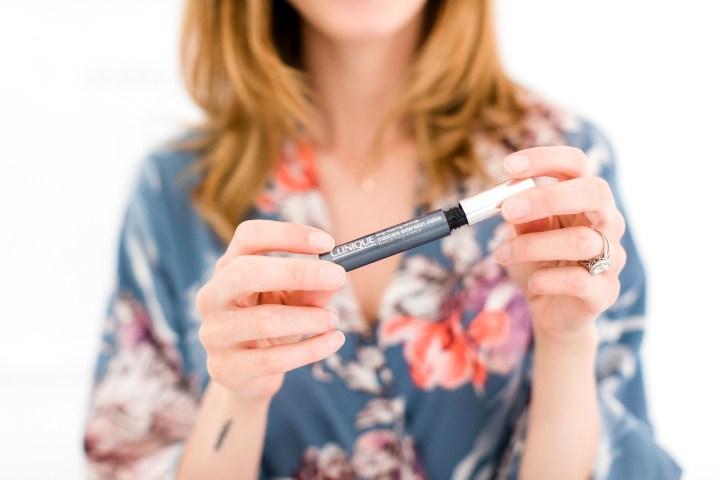 Eva Amurri Martino applies mascara as part of her photo shoot makeup tutorial