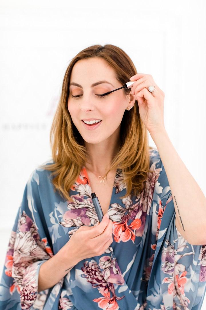 Eva Amurri Martino applies mascara to her lashes