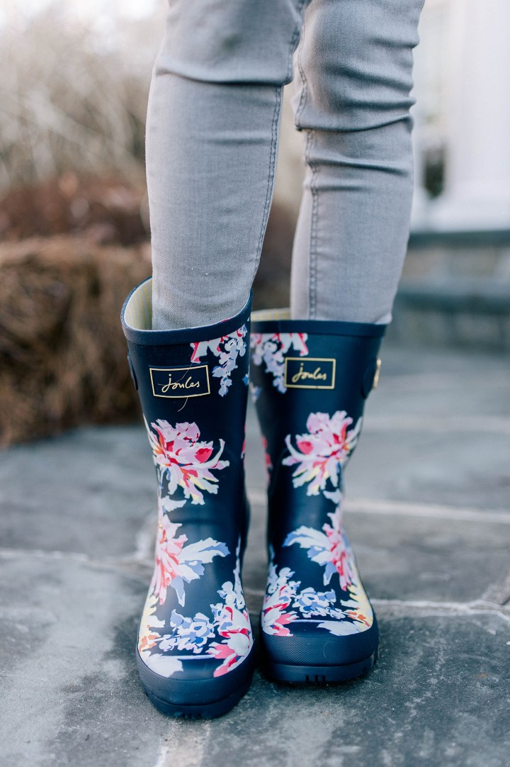 Eva Amurri Martino wears a set of navy flower patterned rain boots by Joules