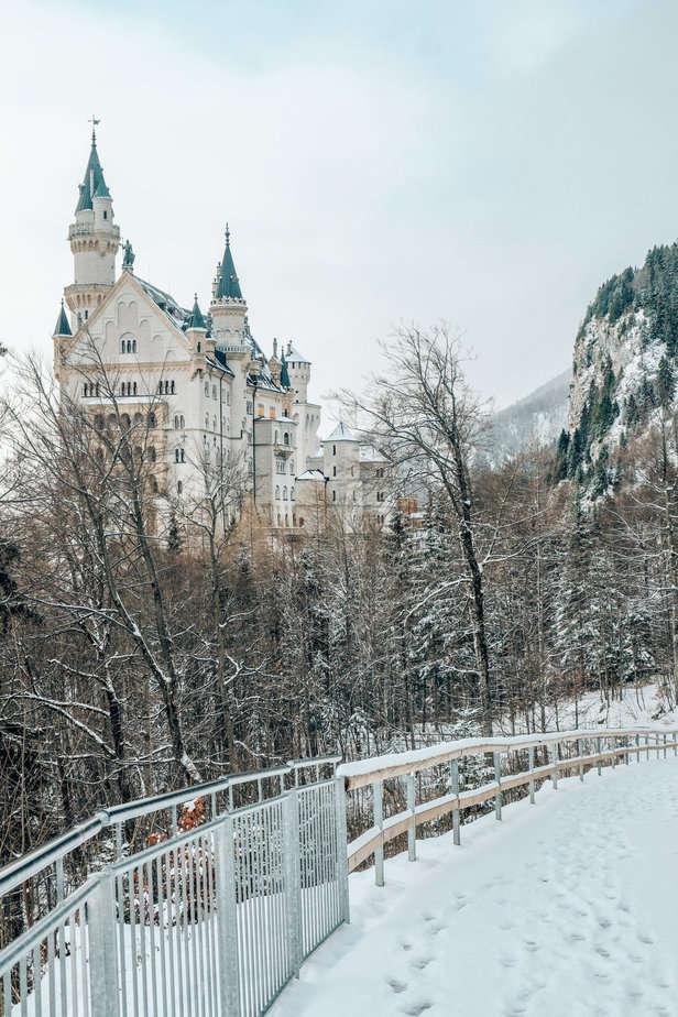 Snowy path to Neuschwanstein castle in the winter