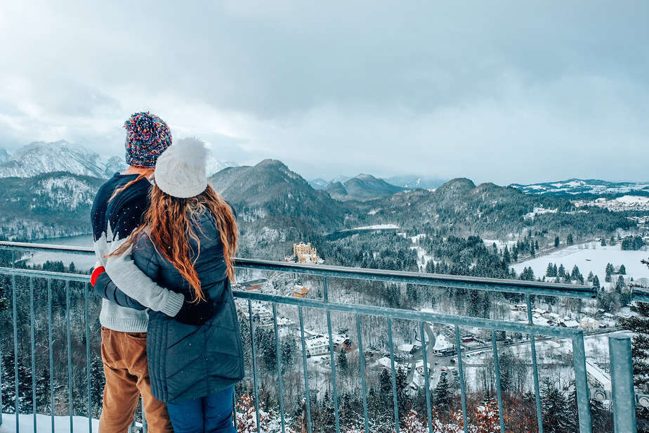 Couple in front of the Schwangau castle in the winter