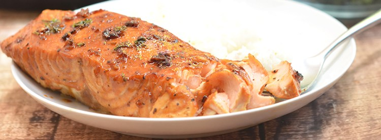 Honey Garlic Salmon | recipe from onionringsandthings.com
