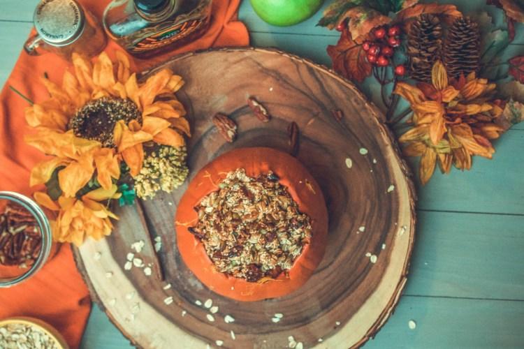 Pumpkin Apple Crisp (a healthier holiday recipe) | read more at happilythehicks.com