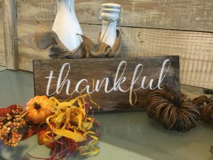 Thanksgiving Decorations | read more at happilythehicks.com