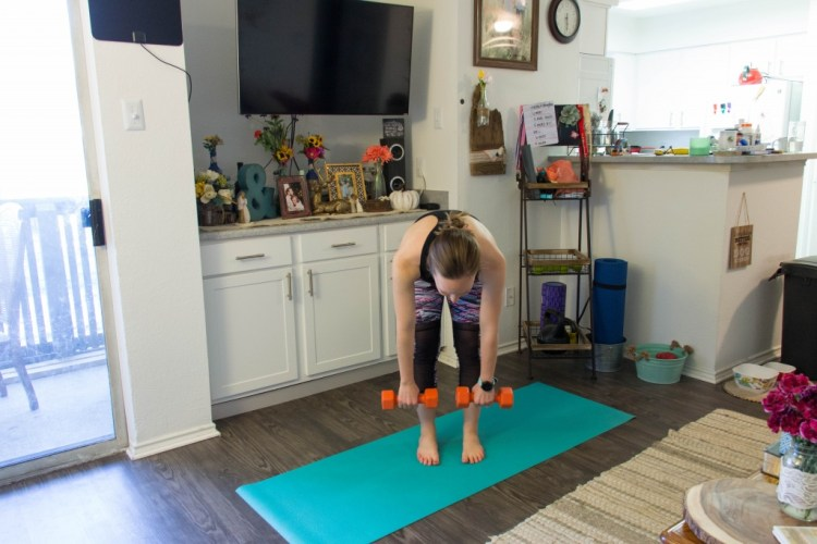 A quick and fun legs and booty workout! | read more at happilythehicks.com
