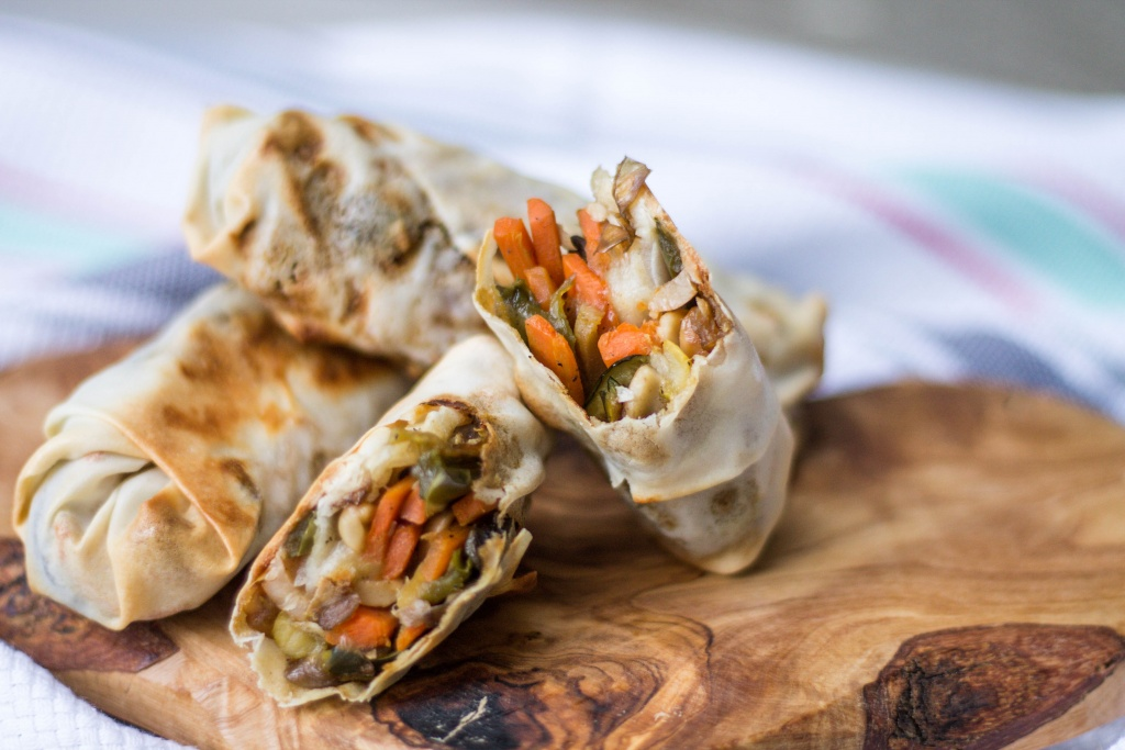 These Baked Veggie Egg Rolls are a great way to get the taste of Chinese without all the guilt.   read more at happilythehicks.com