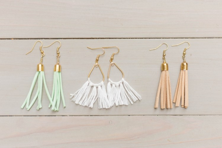 Check out these super cute DIY tassel earrings that are so easy to make! Perfect for your next summer accessory. | read more at happilythehicks.com