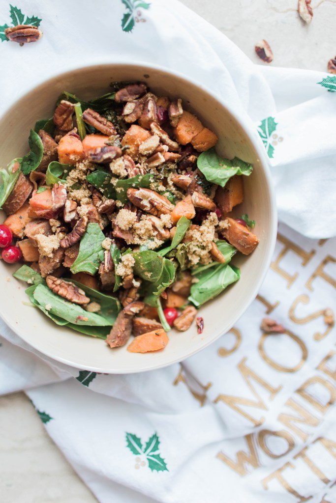 This amazing holiday skillet dinner is a healthy way to get the holiday flavors that you LOVE!   read more at happilythehicks.com