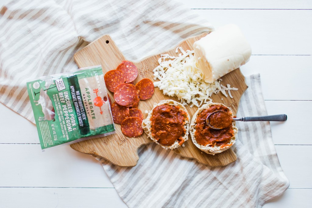 Grownup Build-Your-Own-Pizza Lunchable | read more at happilythehicks.com