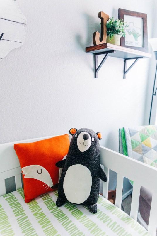 Simple Woodland Nursery | read more at happilythehicks.com