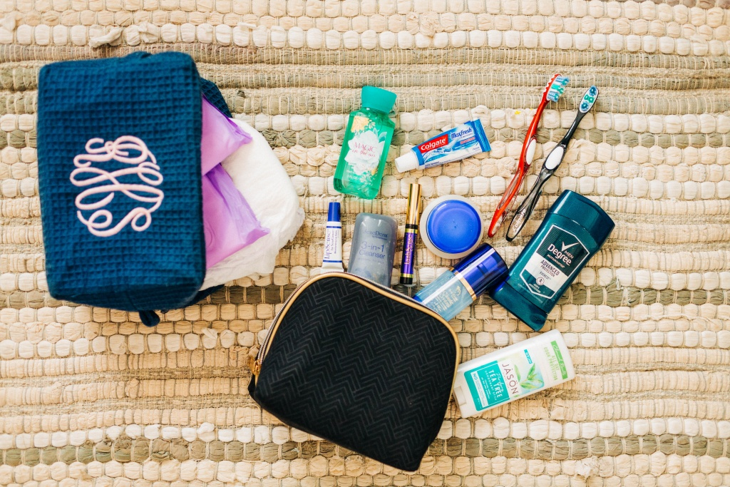 What's in my (out-of-hospital) birth bag! | read more at happilythehicks.com