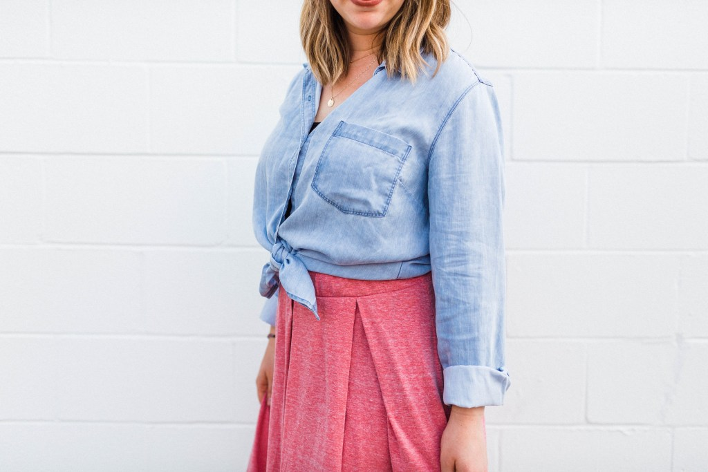 How to Wear a Chambray Shirt Five Ways | read more at happilythehicks.com