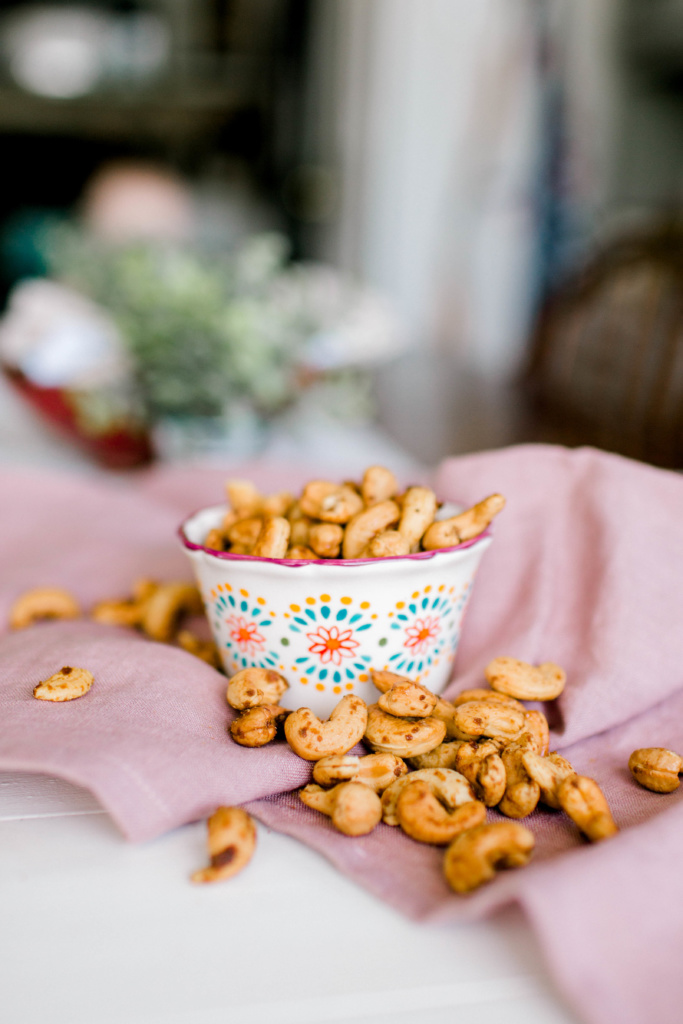 Mexican Vanilla Sugar Cashews | read more at happilythehicks.com