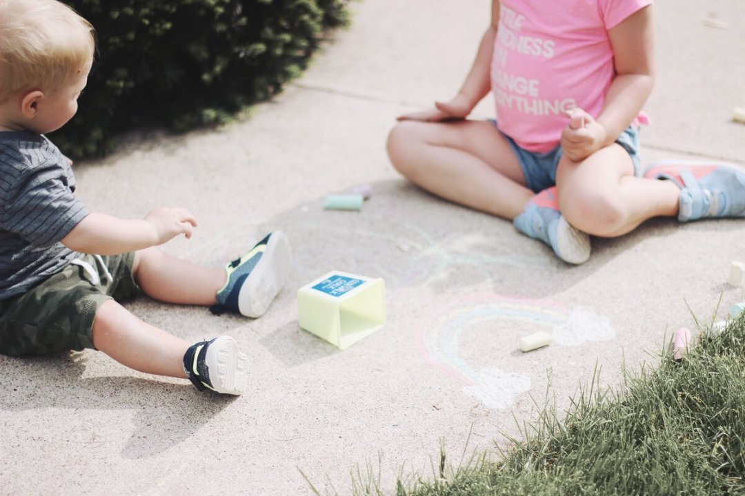35 fun things to do outside with your kids this summer