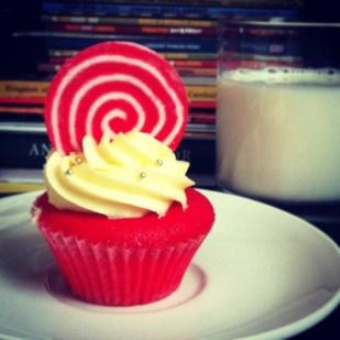 Red Velvet Cupcake with Vanila Cream Cheese - Bloom Cafe