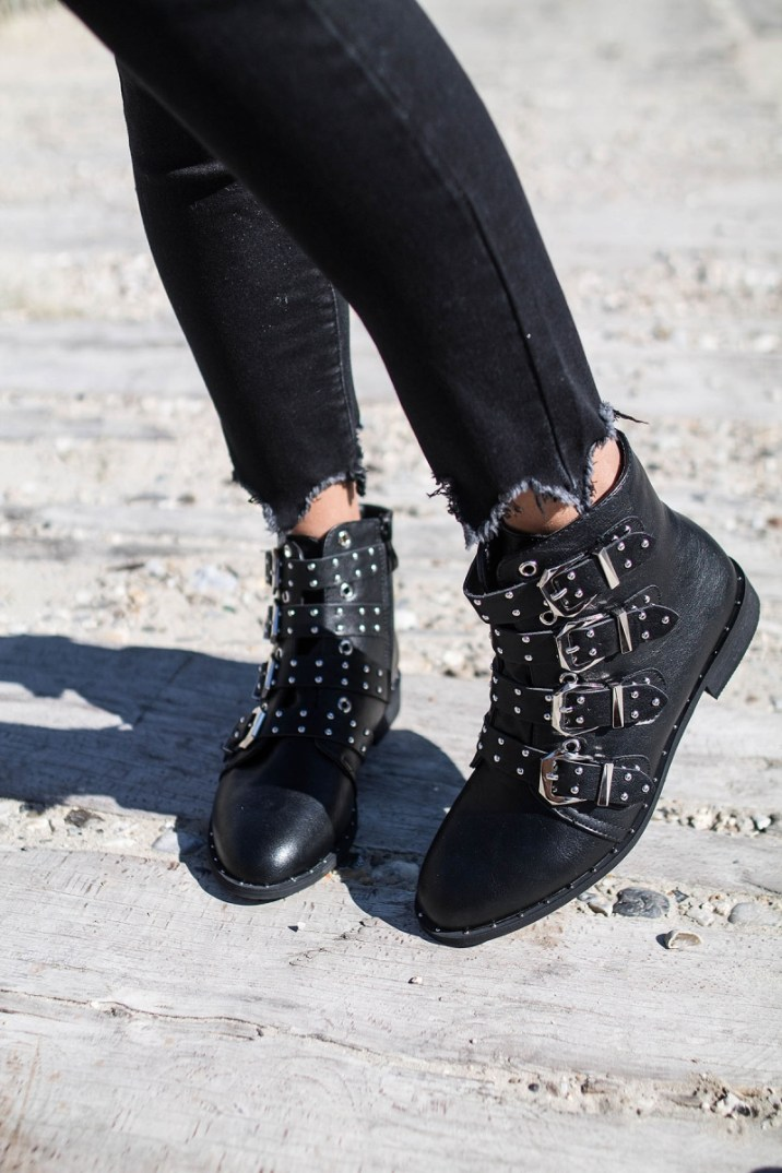 bottines-sidney-cloutees-a-sangles-noires