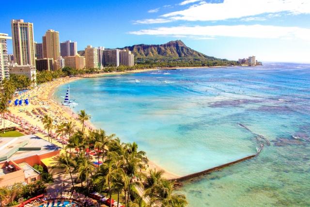 毎年ハワイに行く人は貯金ができない