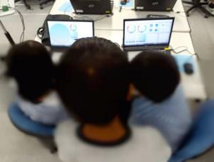 グループでパソコン