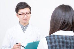 出産後甲状腺機能低下症で通院する女性