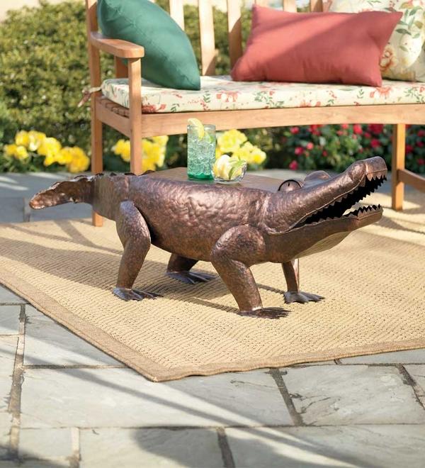 Градински-маси-в-уникални-форми-на-животни-крокодил