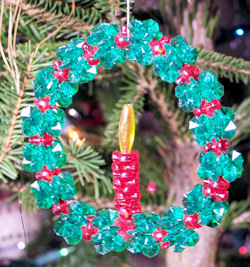 wreath ornament made from beads and pipe cleaner