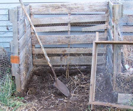 pallet composter, aka Brown Gold Yugo