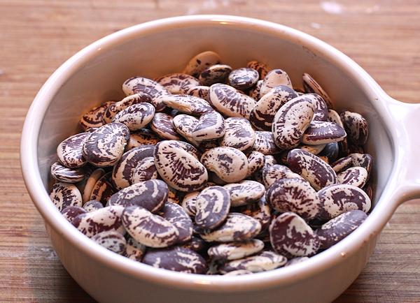 bowl of dry Christmas Lima beans