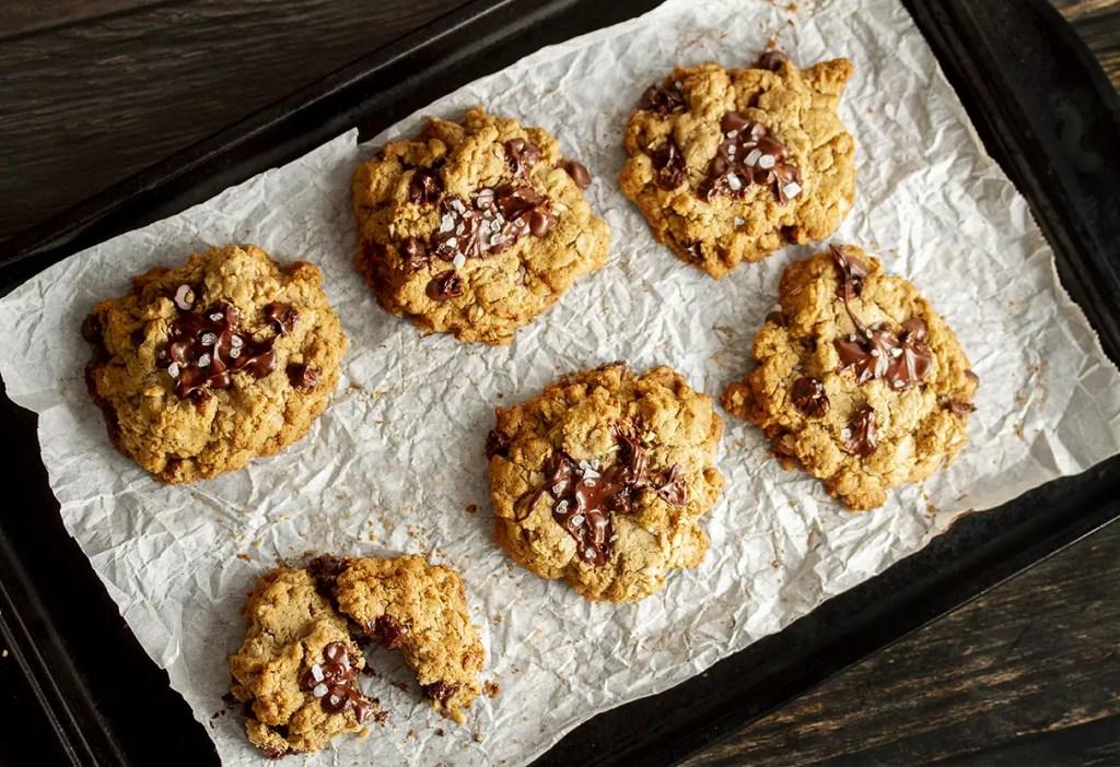 Tahini Oatmeal & Chocolate Chunk Cookies