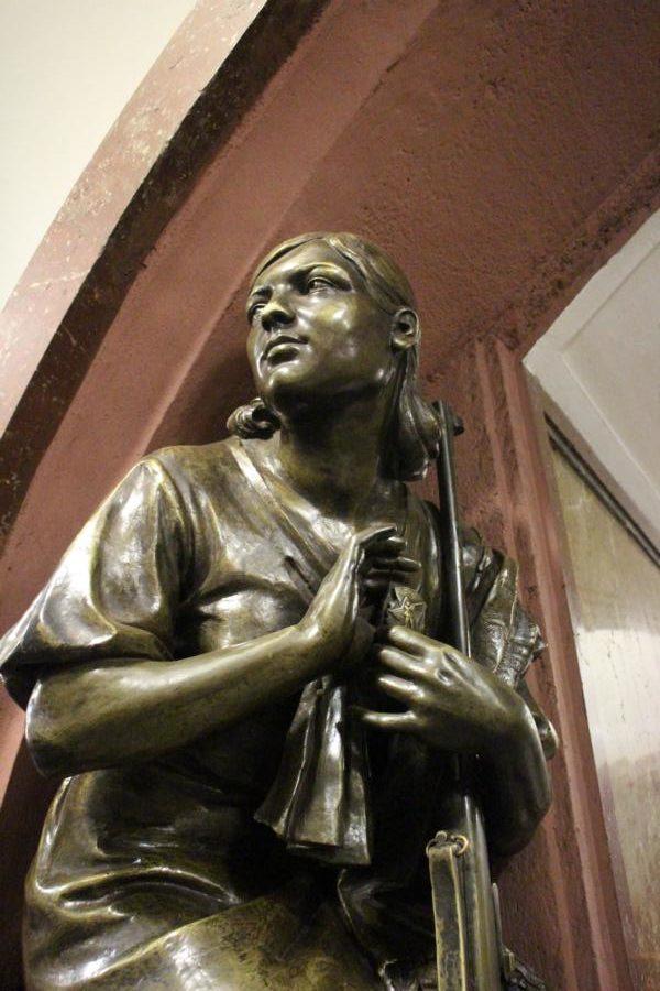 Statue von Soldatin
