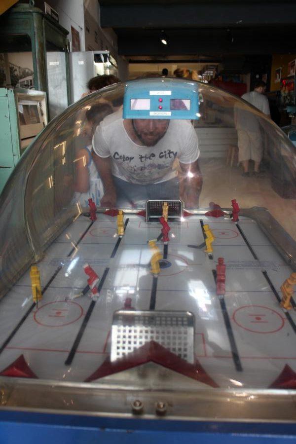 Eishockey-Wuzzler im Moskauer Spielautomatenmuseum