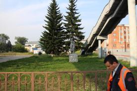 Statuen von Abschied nehmenden Menschen erinnern an die Verbannung der Dekabristen nach Sibirien.