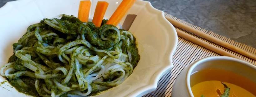 nouilles thaï avec purée de légumes vegan