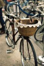 panier de vélo orné de dentelle au crochet