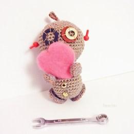Amigurumi robot crochet+coeur-Vivyane Veka