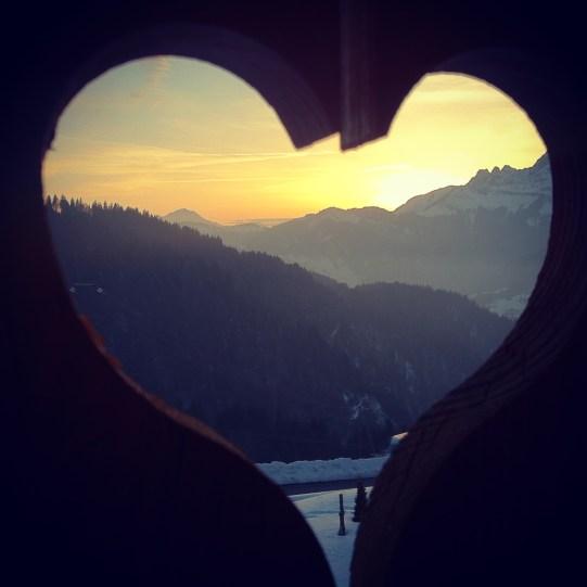 montagne coeur chalet bois balcon