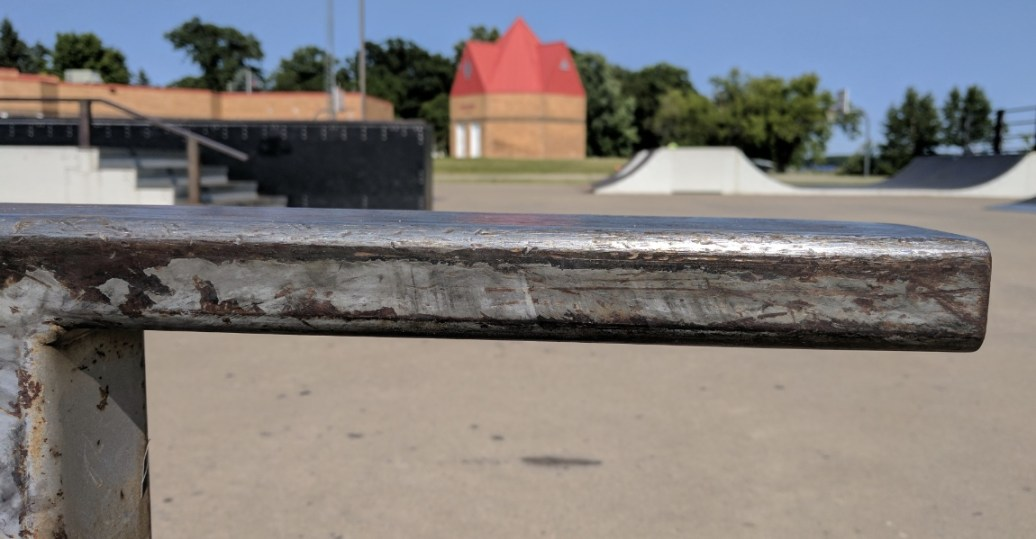 The skatepark is well maintained with no sign of graffiti...shame. ;)