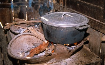 Cleaning up Cambodia's kitchens could curb deforestation, climate change