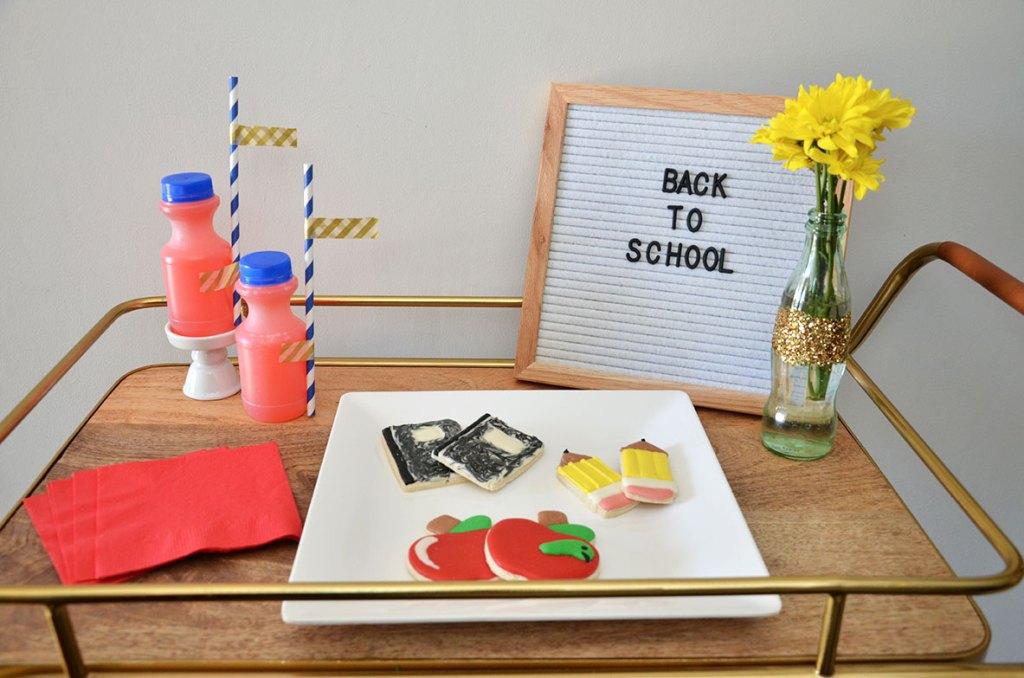 Crayon wreath, Crayon wreath for teacher, how to make a crayon wreath, Crayon wreath for teachers, how to make a crayons crayon wreath