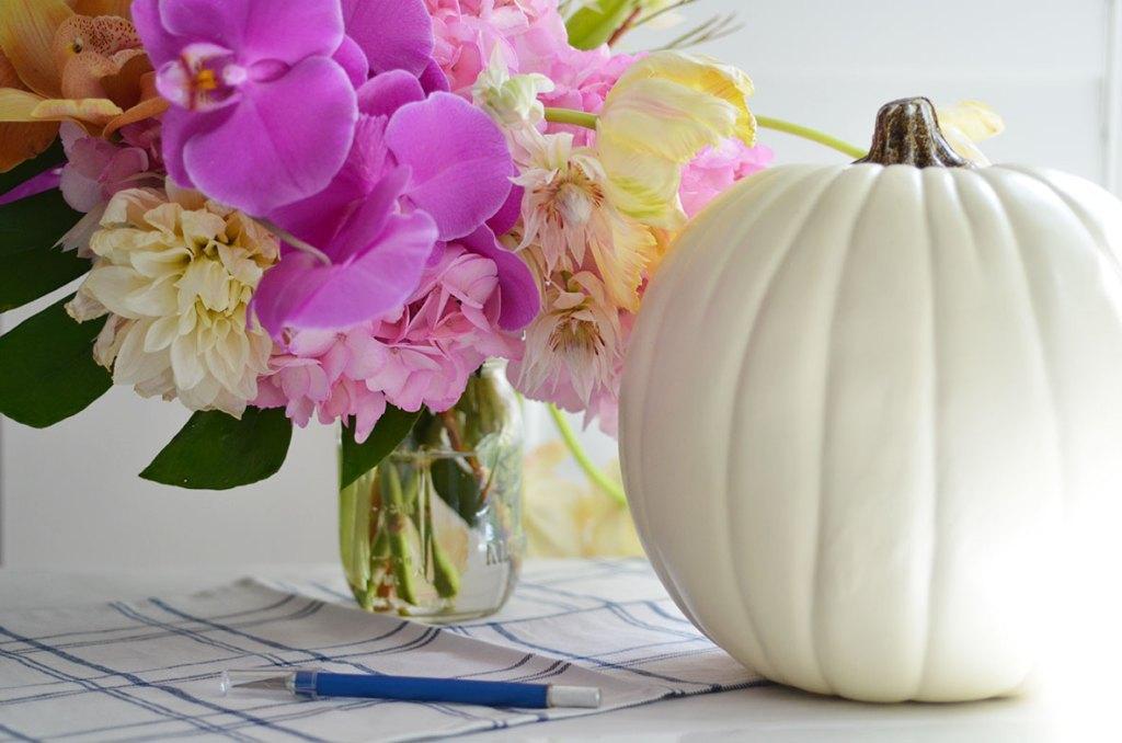 diy pumpkin centerpieces, cheap easy pumpkin centerpiece, pumpkin floral centerpieces