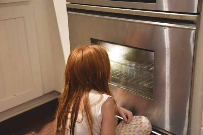 reasons to cook with kids, school students should learn to cook, why every child should learn to cook, everyone should learn to cook persuasive text, why is learning how to cook important for life, why should schools have cooking classes, why should learn to cook, the importance of teaching kids how to cook, benefits of cooking in early childhood
