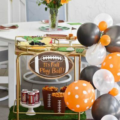 How to Host the Ultimate Tailgate Party at Home