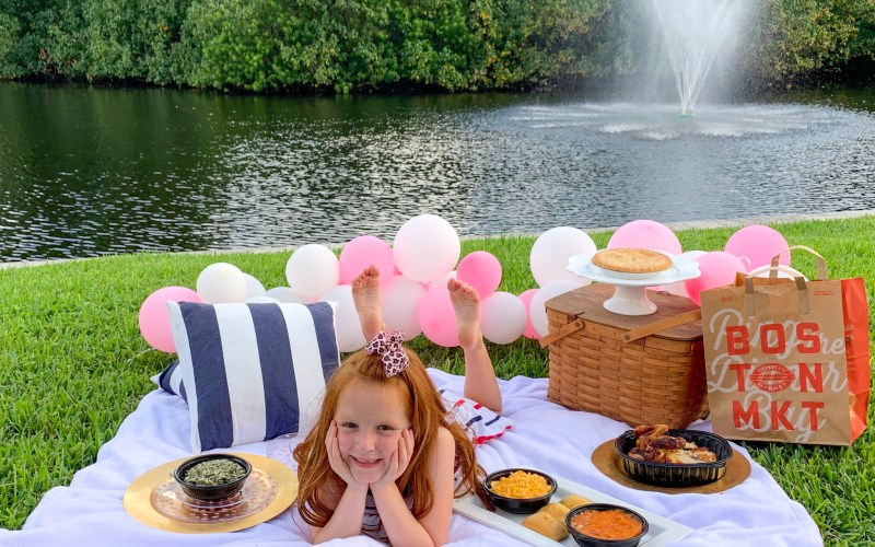 Family picnic ideas, food to bring to a picnic, picnic food suggestions, picnic food ideas for large groups,picnic items list