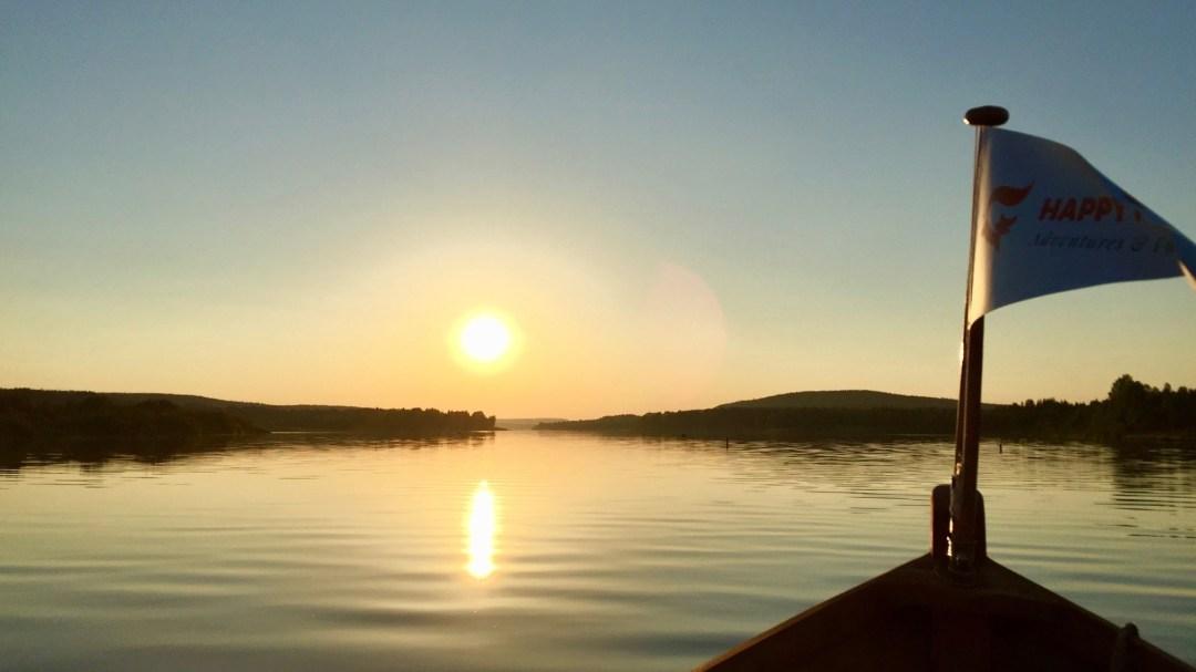 Happy-Fox-Arctic-Nighless-Night-Boat-Trip-Golden-Fox-flag-p