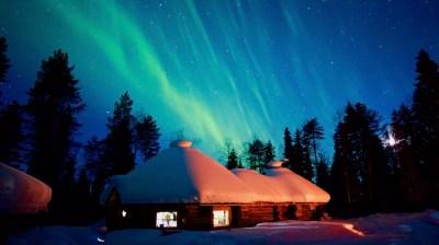 Happy-Fox-Aurora-Adventure-in-hot-tube-and-log-sauna-fox-gottoge-auroras kopio