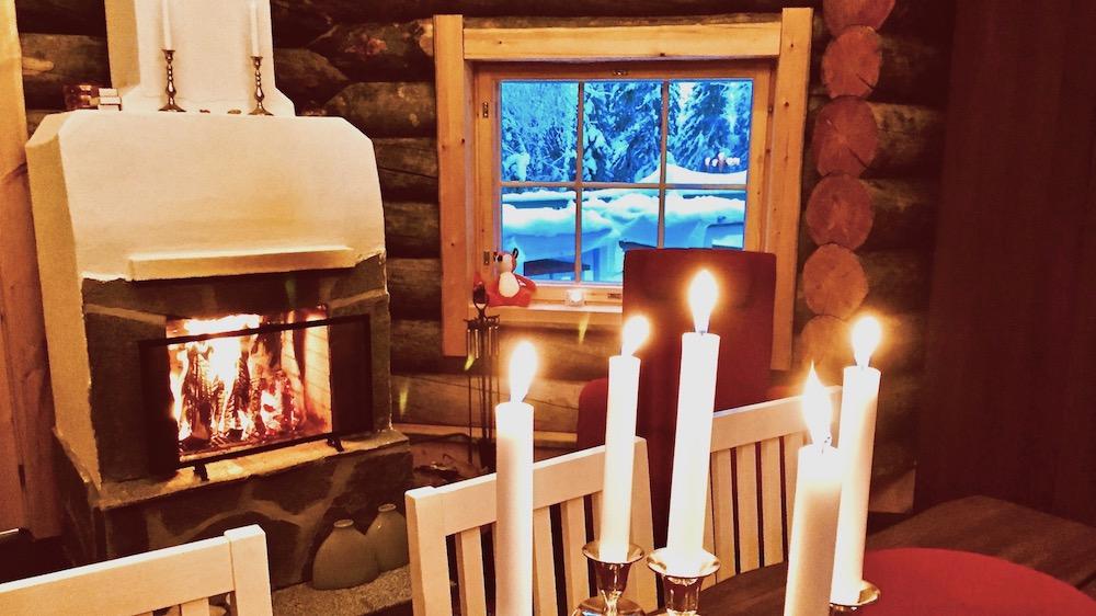 Happy-Fox-Aurora-Dinner-fire-place-p