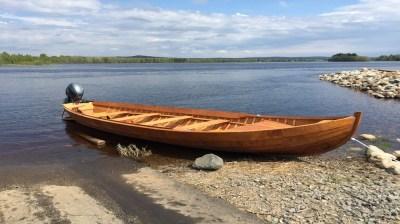 Happy-Fox-Boat-Trip-to-the-ounasjoki-river-golden-fox kopio