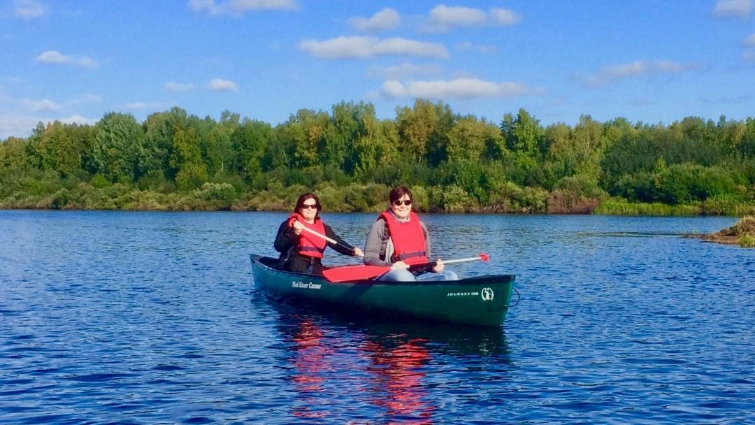 Happy-Fox-Canoe-Trip-to-the-Ounasjoki-River-ladys-paddling-p