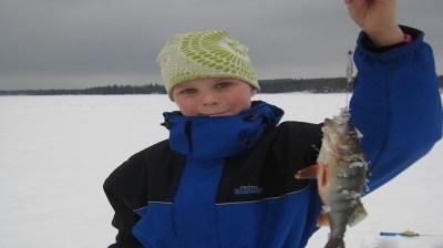 Happy-Fox-Ice-Fishing-Trip-to-the-Ounasjoki-river-Venla-catch-big-fish kopio