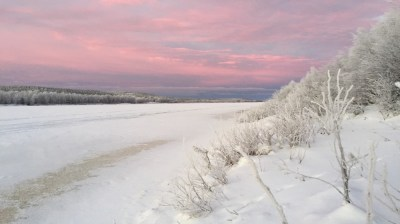 Happy-Fox-Ice-Fishing-Trip-to-the-Ounasjoki-river-red-sky-and-river kopio