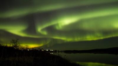 Happy-Fox-Northern-Lights-Hunt-in-hot-tube-and-a-log-sauna-aurora3 kopio